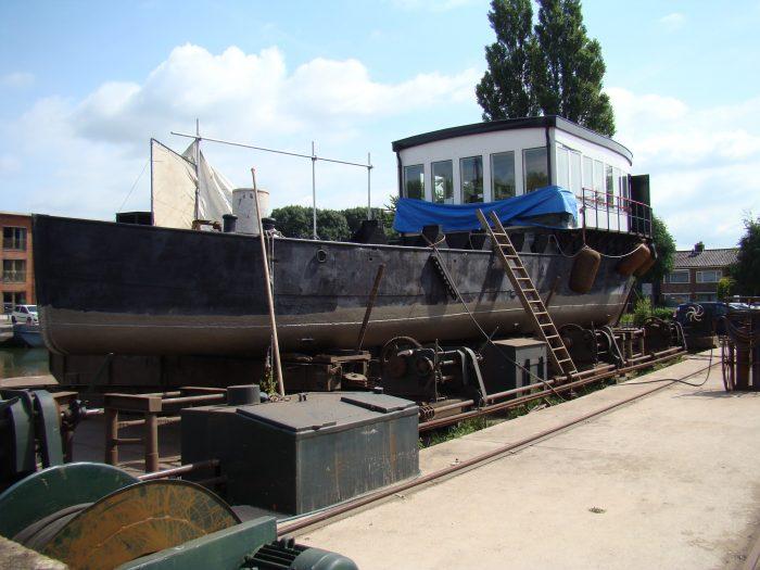 Machine-brugschip op de helling bij de Museumwerf
